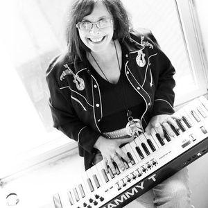 Tammy T På Besøk - Prat & Pianospilling