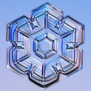 SNOWFLAkE MAkER 002 - LiGHT DUSTiNG