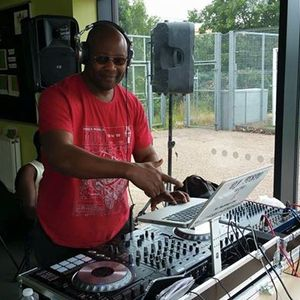 EASTER PARTY MIX BY DEEJAYFESTO 07769117359.mp3