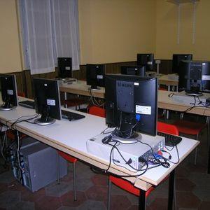 31/05/2011 Talk: Free Software & Open Source (Campi Paolo, Nicola Di Marzo)