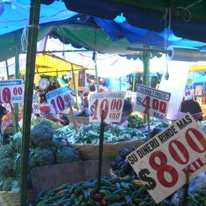 Programa especial de Mercados transmitido el día 09 05 2011 por el INJUVE y Radio Faro 90.1 fm!!