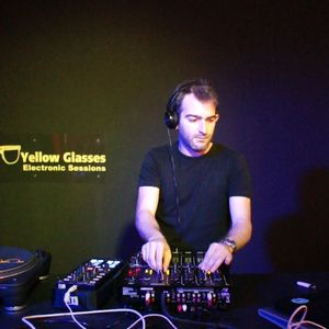 Yellow Glasses Electronic Sessions - JiPee