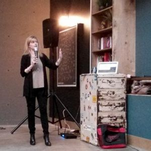 Smartups: Julie Perry, Social Media Director of StrataBlue. Amplifying Content Marketing