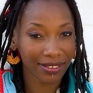 DJ Debbie meets ... Fatoumata Diawara - Paris based very grounded Malian singer/songwriter