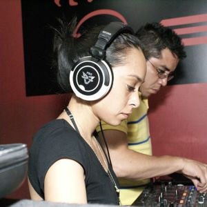 Eva + Motor en warm up Santiago Garcia@ Sudaka (04-05-2012).Tribal Radio.