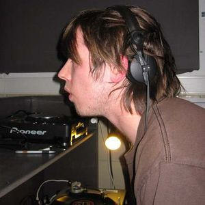 UO 15 :: 00 - 01 DJ Hendrok