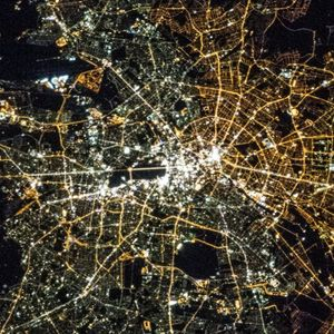 DaTilts Nightflight Over Berlin