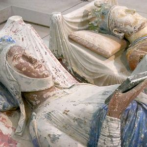 10 - Eleanor of Aquitaine (3): The Captive Mother of a Captive Son