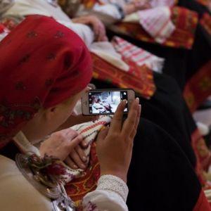 Arvien vairāk cilvēki mobilajos tālruņos izmanto lietotnes. Neaizmirsti par drošību!