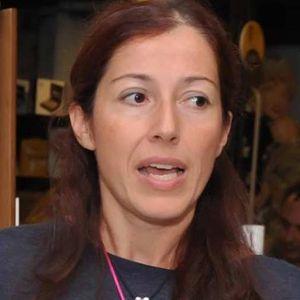 Η θεατρολόγος-συγγραφέας Άννα Κοντολέων, μιλάει στο Διονύση Λεϊμονή