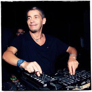 HOUSEVOLUTION ..LIVE DJ MAX RIGOLI SU RADIO SINTONY