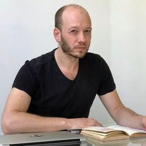 """Radio Pauta   Investigador UNAB fue entrevistado por su libro """"El Viaje Colectivo"""""""