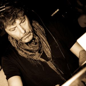 Radio Italia Network//E-le Noir: Claudio Coccoluto//Made in Italy Ibiza 2002//Pirati - Pt 1