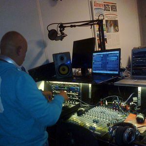 This set I played on 14-9-2013 on splashfm from 2200 till 2300 hour