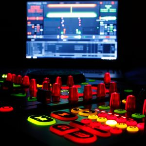Cloudcast #14 Friday Night Ladies Mix Rap & R&B- W.O.L.O.