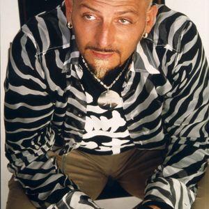 Gigi D'Agostino - Movimenti Incoerenti @ Tribe On M2o (01-09-2005)