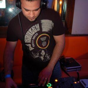 DJ Alien (PR) - Midnight Grooves House Mix April 29 2015
