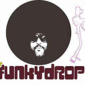 MrfUNkYdROP dj set for the radio station ''En Lefko'' 6/2009