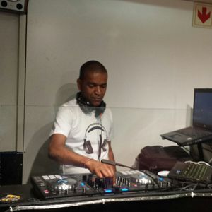 DJ Renzo - Deep House In The Mix.