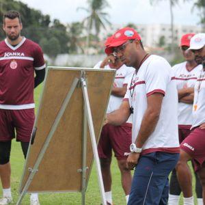 Felipe Surian explica esquema tático contra o Vitória-BA