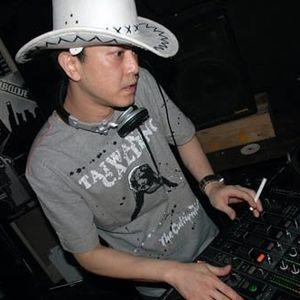 DJ @llen Live @ Kunming, March, 2011