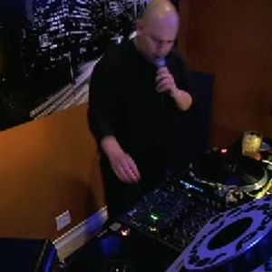 HOTMIX 3 on UGHTV Tue, 28 Apr 2015