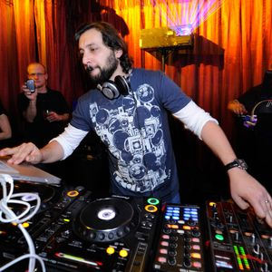 Sharam - Yoshitoshi Radio 105 (Live @ Studio 338 London) - 11-Dec-2019