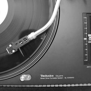 Set mezclado por Dj Luis Ortega transmitido a tráves de Éxtasis Digital 107.5 FM y 750 AM