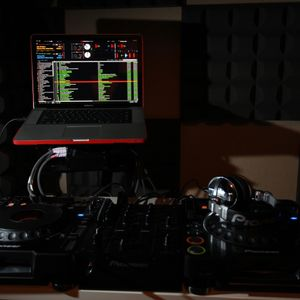 HOUSE BEAT @ Kiss Fm RADIO Part 1 (21.9.2012)