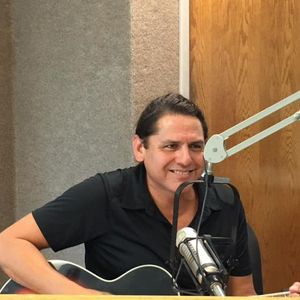 Dave Landeo Performs on Howell & Yarbrough