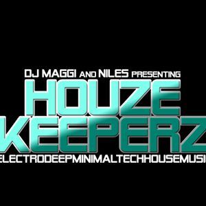Monthly Housemix from October 2011 -- Mixed by DJ Maggi