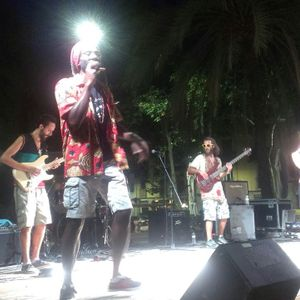 Ras Maxx Live - backed by Go A Chant feat. Sista Malu & Nytto Dread - Barcelona, Spain. 2015