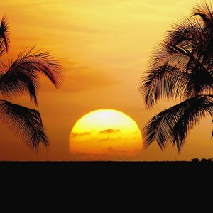 SURYA BEACH SUNSET mix tape by Ru Ondo