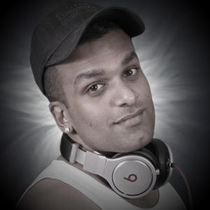 "Radio Hi-Tec ""Sunday Grooves"" 25-9-2011 - Praveen on the Wheels"