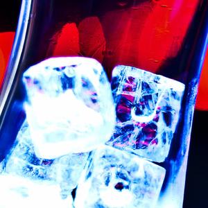 Le Bruit Des Glaçons - Vodka RedBull