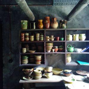Trois petits tours et puis revient : reportage à la fabrique de poterie de Cliousclat