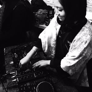 Mini live mix in my living room 04/02/16
