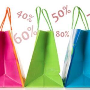 Veikali un pakalpojumu sniedzēji cenšas cilvēku dabūt veikalā. Vairāk darbojas atlaides