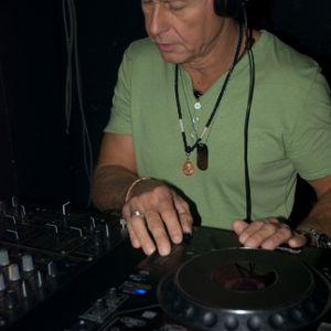 Graham Gold's Esta la Musica Episode 5 Hour 1