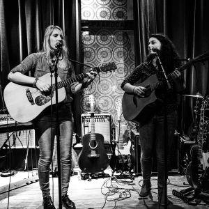Primeur: Singers-songwriters 'Lichtzee' presenteren hun nieuwe singles bij Club 80's
