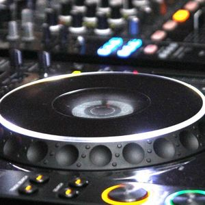 Mike Vampire – From Light 2 Black & Back Mix 15.03.2012