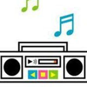 El radio está tocando tu canción #leodan lunes 11nov13