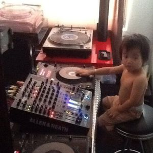 17th agustus , 2014. house techno mix set By Issa Sinin.