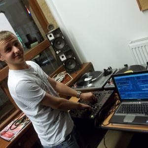 Komoly Mix 111. - 2013.11.07. - Lsk6, Deejay Krüge® & DJ San live @ Lesz Rádió