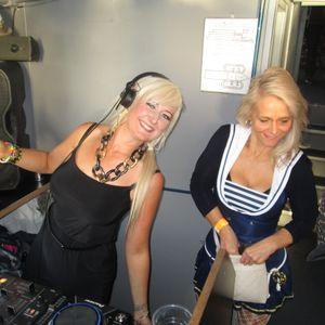 Lisa DizzyBlonde Monday Madness show