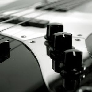 Rainy Dayz, Cigarretes & My Bass in the Living Room. (13/02/2011)