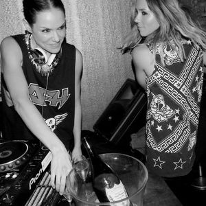 CHICKS ON DECK - HOUSE MIX JULY 2013