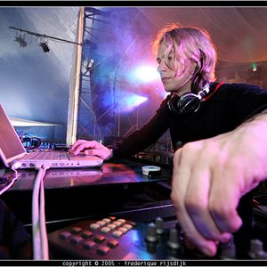 James Zabiela - Essential Mix - 03-04-2010