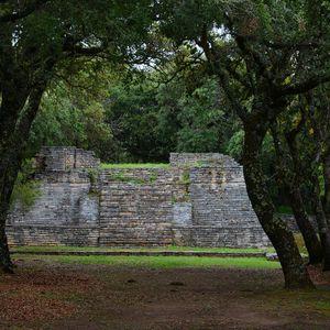 Muros que cuentan historias: Zona arqueológica de Toluquilla