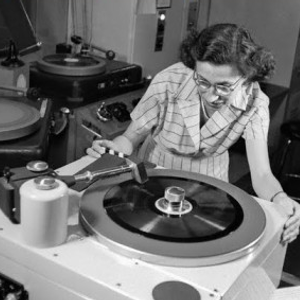 Timmy Soul Presents: Doctoress strangest love fascination for revolving vinyl at 45 rpm